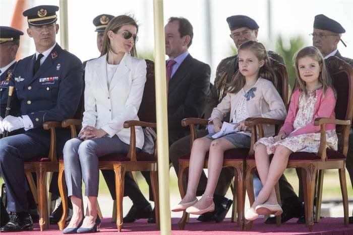 Королевская семья Испании на военно-воздушной базе