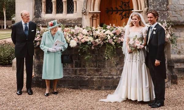Королева и принц Филипп на свадьбе принцессы Беатрис