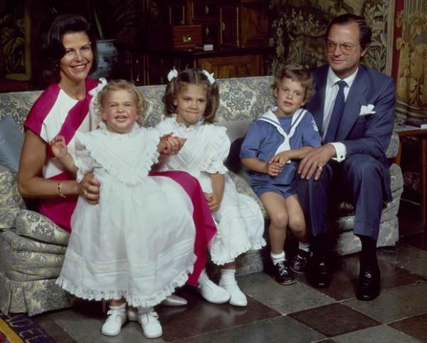 Королева Сильвия с мужем и детьми