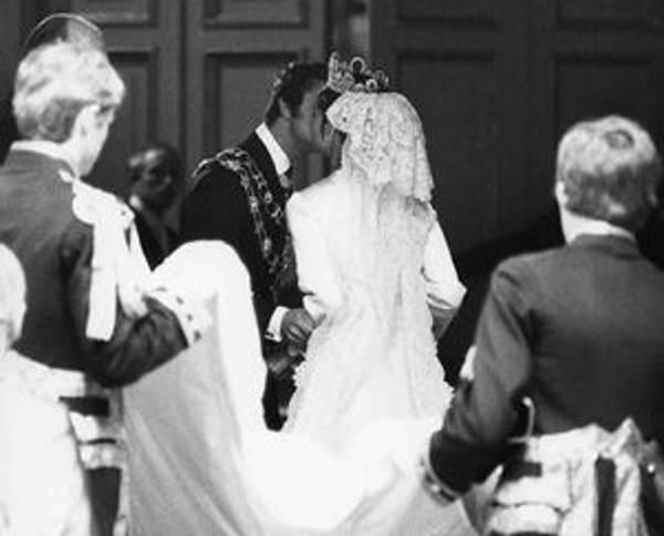 Свадебный поцелуй короля Карла Густава и Сильвии