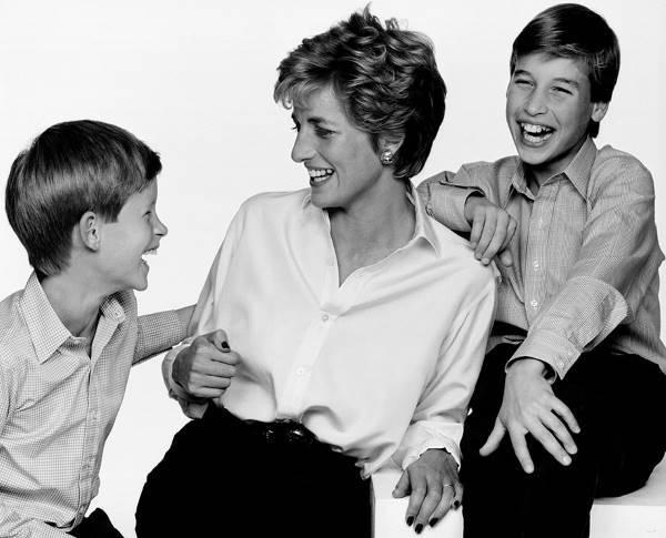 Принцесса Уэльская с сыновьями