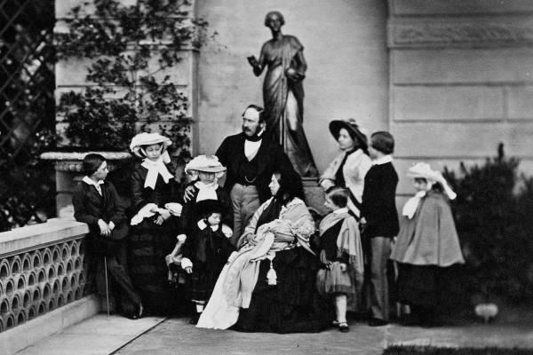 Королева Виктория, принц Альберт и их 9 детей