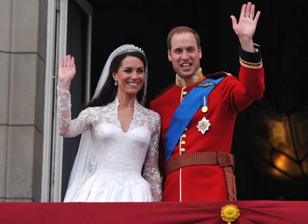 Принц Уильям и Кейт Миддлтон на балконе