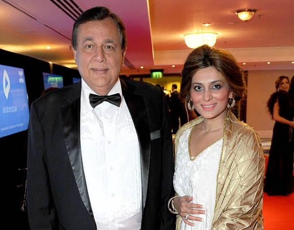 Хаснат Хан со второй женой
