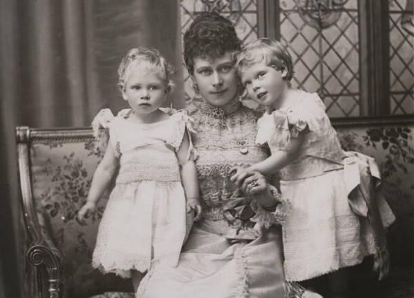 Мария Текская с сыновьями