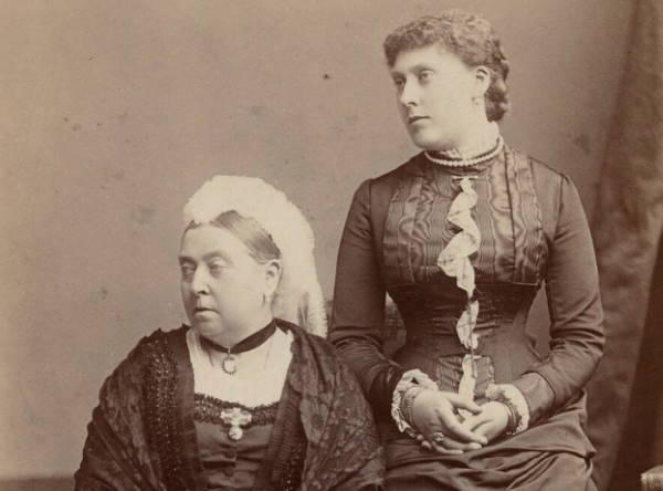 Королева Виктория с младшей дочерью