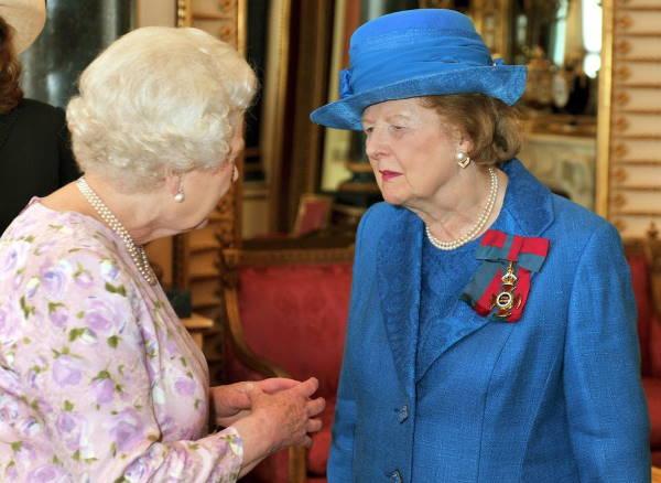 Королева беседует с Маргарет Тэтчер