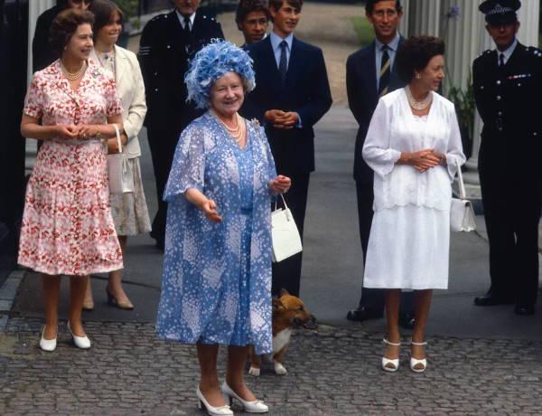 Королева-мать с семьей