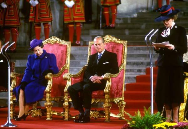Королева слушает речь Тэтчер