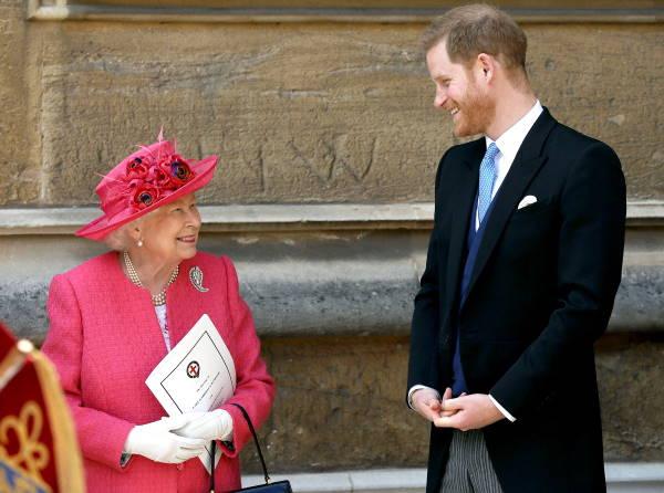 Королева Елизавета с внуком принцем Гарри
