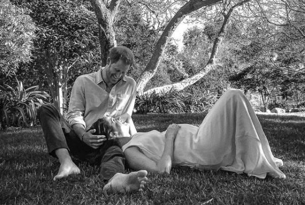 Фотосессия Гарри и Меган в саду
