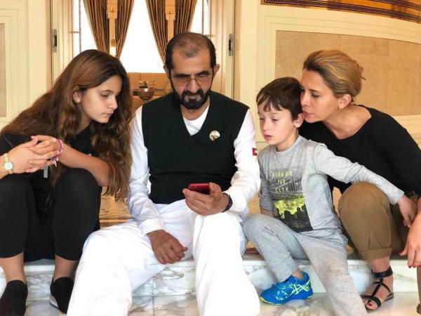 Шейха Хайя с эмиром Дубая и детьми